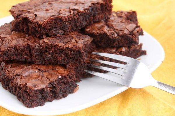 bolo-brownie-chocolate-vegano-veganique-camaleão
