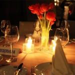 Leia e se projete para um jantar a luz de velas…