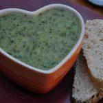 Sopa vegetariana de brócolis e batata