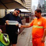 """Veganos promovem almoço para moradores """"de rua"""""""