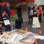 ONG faz performance para lembrar das mães que foram esquecidas