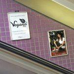Empresa vegana de calçados faz campanha no Metrô em São Paulo (SP)